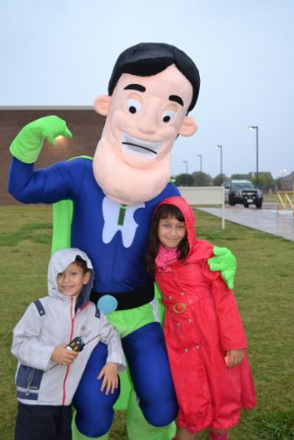 kids with tooth mascot