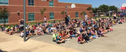 Perry students viewing solar eclipse